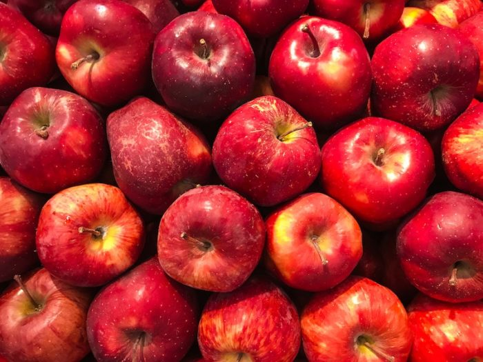 Apfelgelee-mit-Rosenblaettern